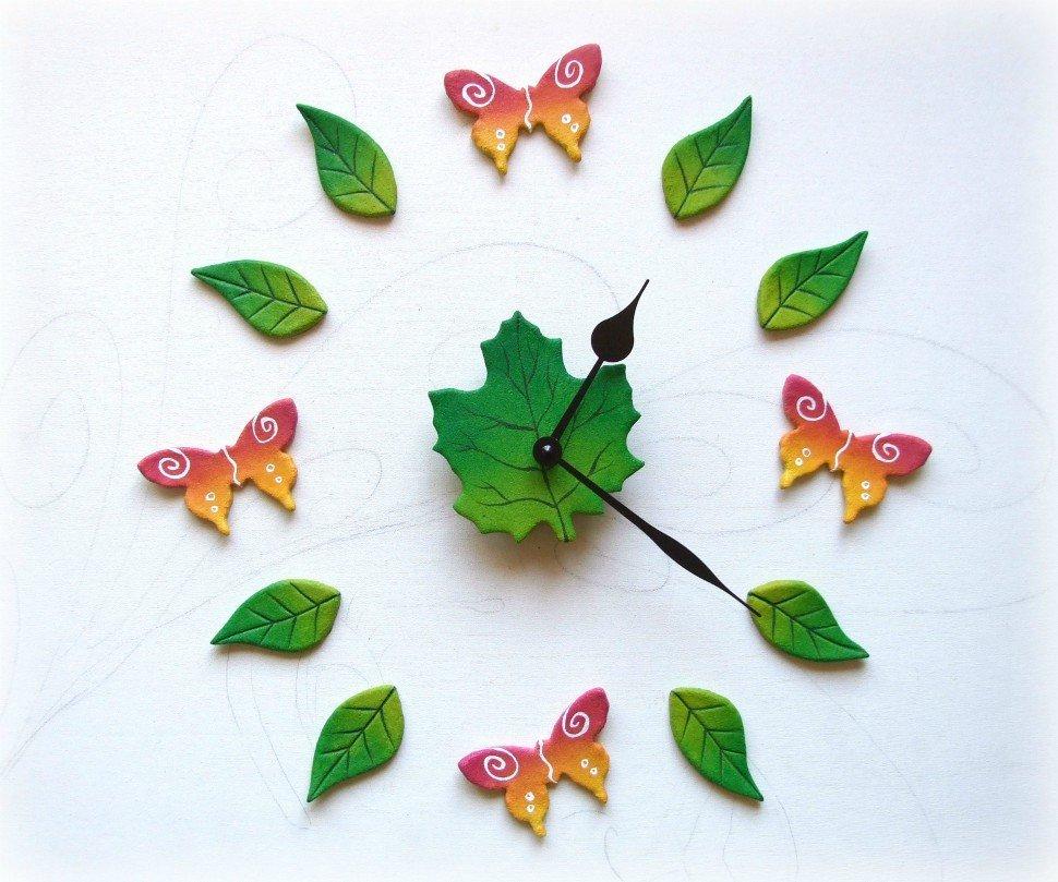 orologio da parete con farfalle
